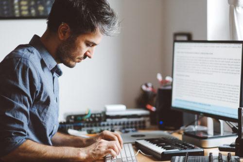 male-recruiting-freelance-writers-at-desktop-computer