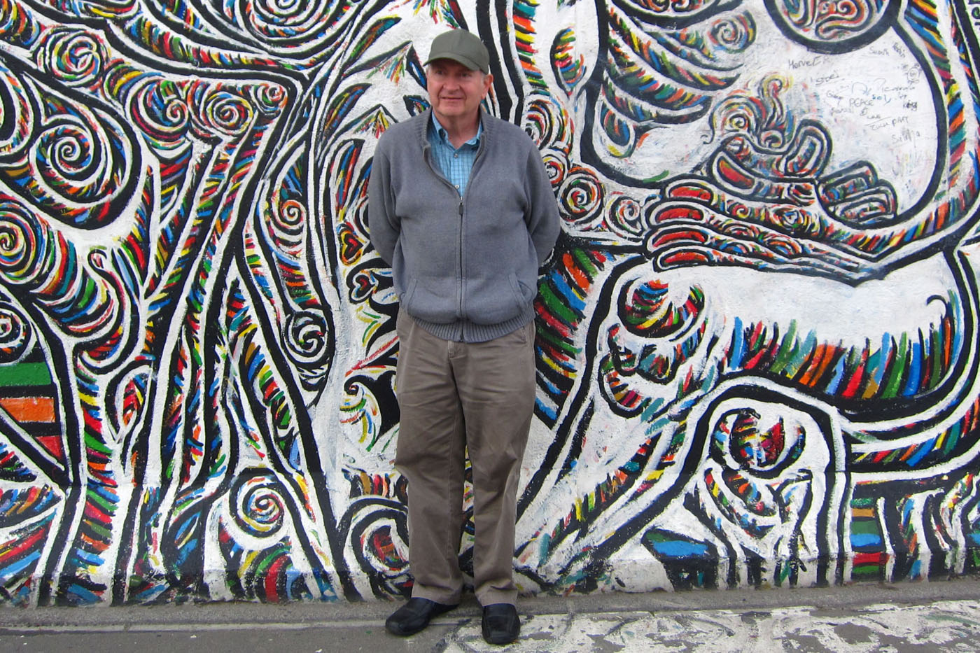 Gary-McGath-in-front-of-the-Berlin-Wall