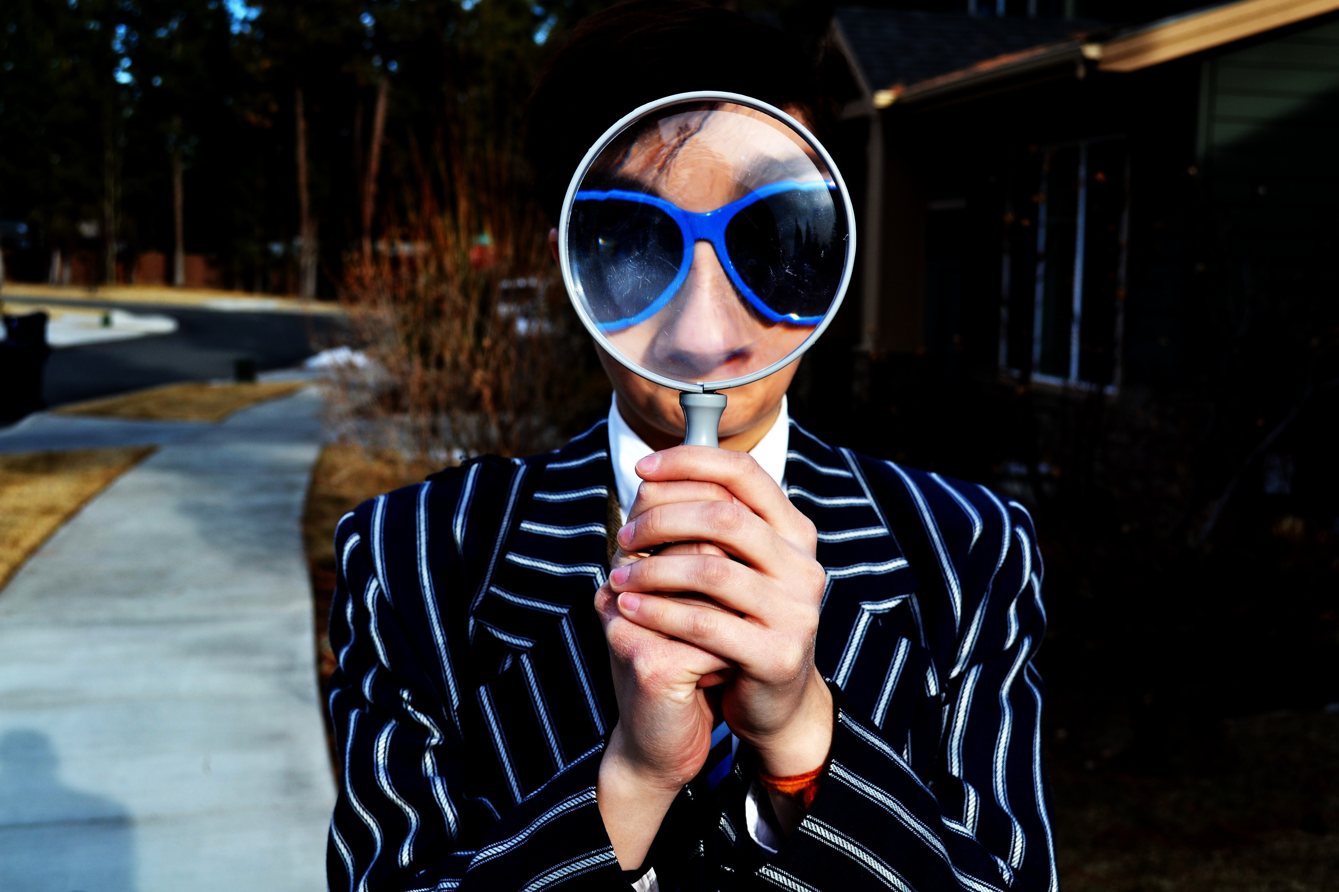 Man-wth-magnifying-glass.jpg