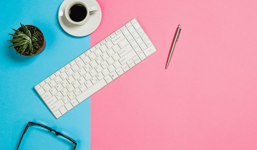 Keyboard-on-pink-and-blue-colorful-desk