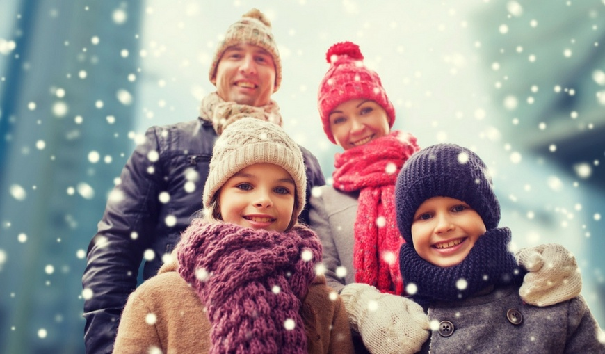 Happy-family-bundled-up-in-winter-snow