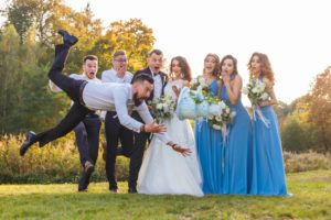 wedding-photographer-captured-silly-moment-of-bridal-party