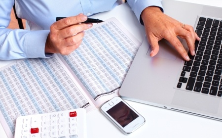 man-with-laptop-pen-and-calendar-at-desk