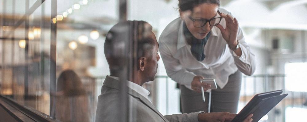 business-consultants-having-conversation