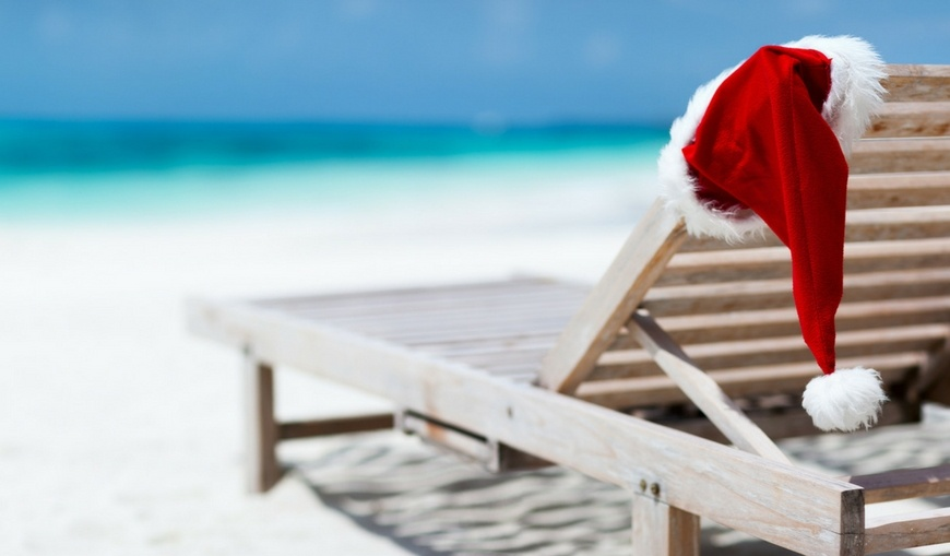 Santa-hat-on-chaise-lounge-on-beach