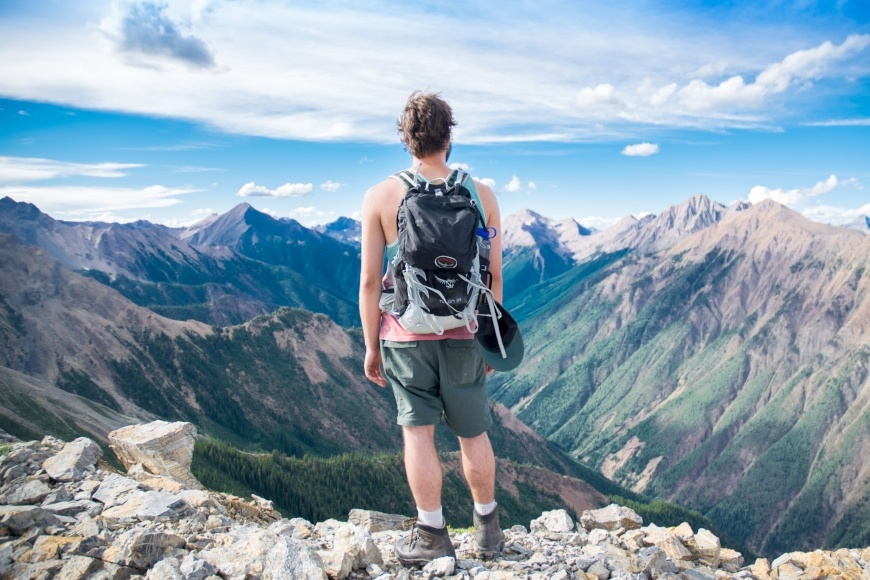 hiker-at-top-of-mountain-looking-at-incredible-view-of-canyon