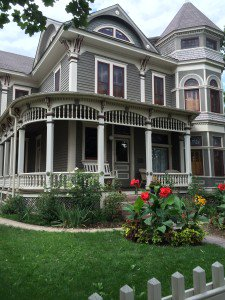 The Mork and Mindy house at 1619 Pine Street.  Photo courtesy of Liz, who always wanted a pair of rainbow suspenders.