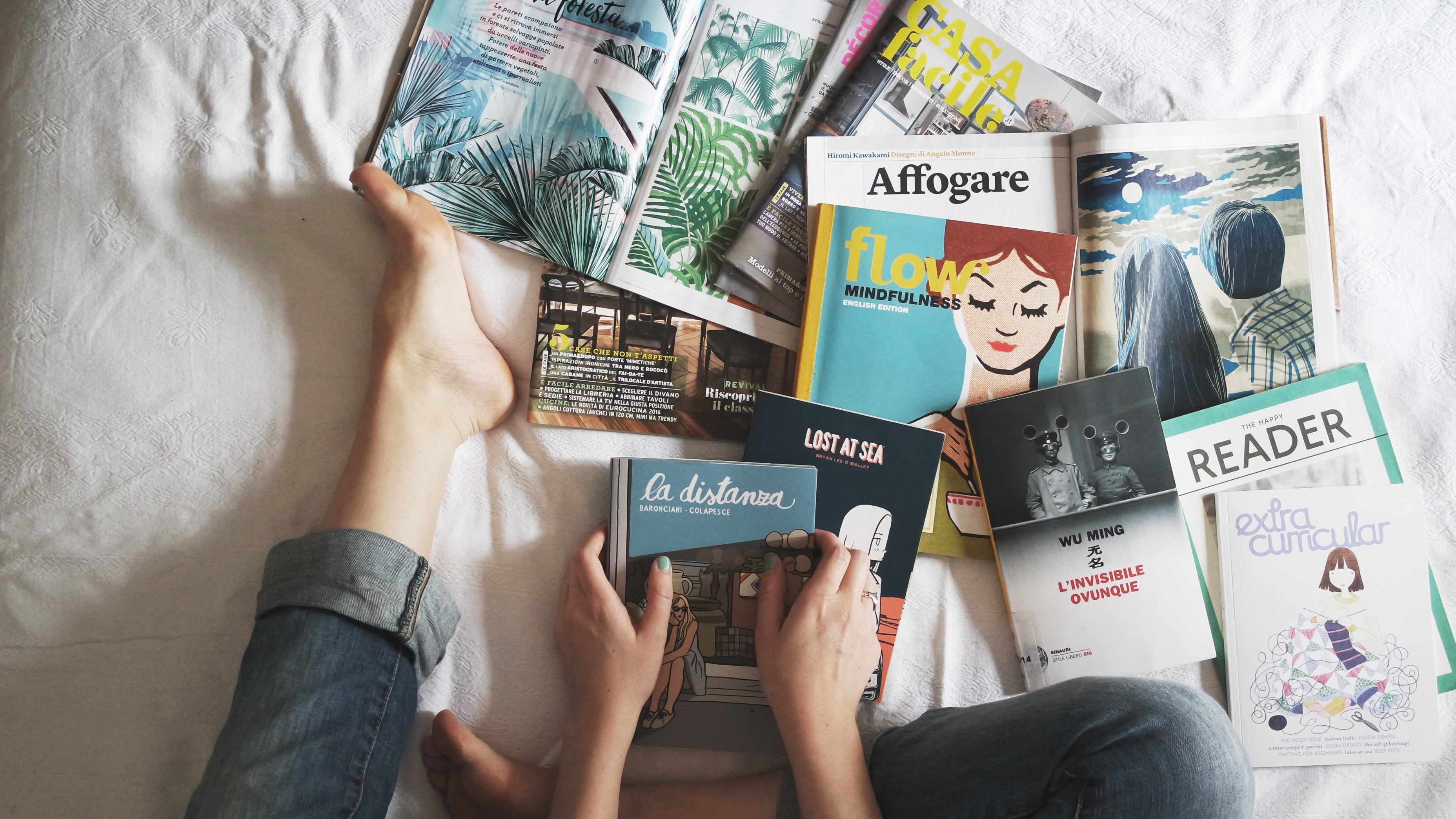 reading-books-and-magazines-in-bed