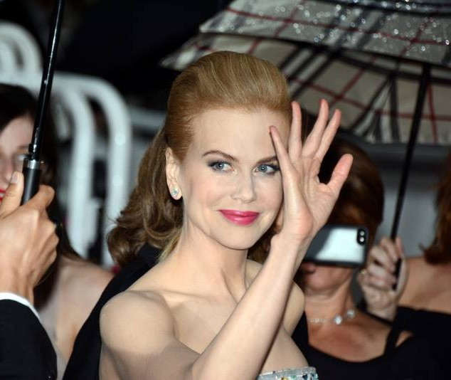 nicole_kidman_who-understands-Australian-English-waving