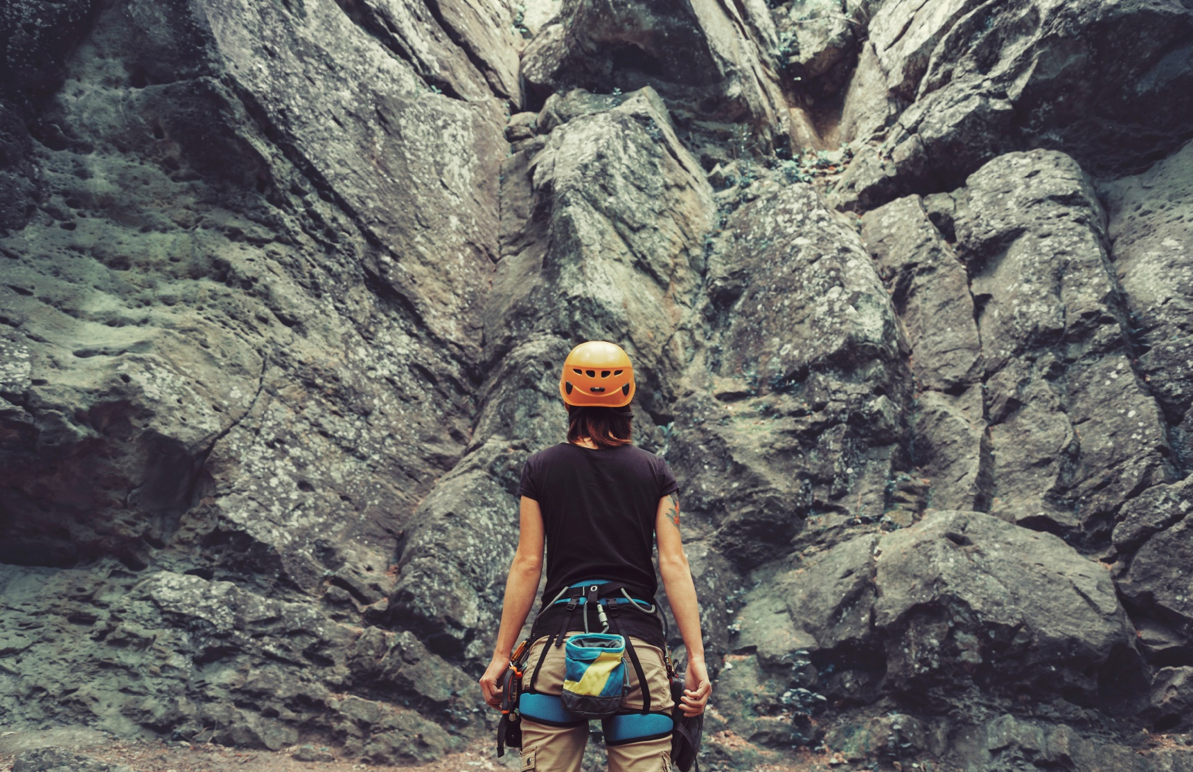 woman-facing-mountain-about-to-rock-climb