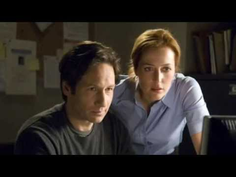 agent-mulder-and scully-looking-at-computer-screen